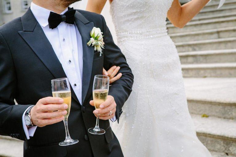 Nie radzisz sobie z wyborem sukni ślubnej?